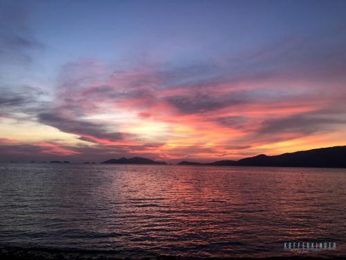 Sonnenuntergang auf einer Insel in der nähe von Koh Lipe